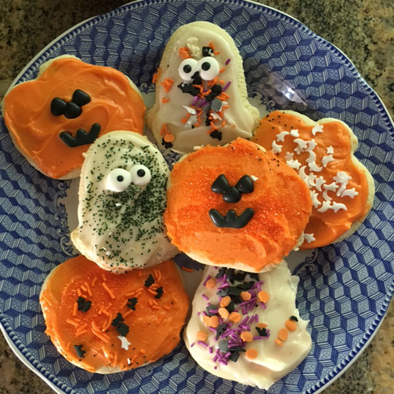 Fun With The Kids: Cheryl's Cookies Halloween Cut-out Cookie Decorating Kit