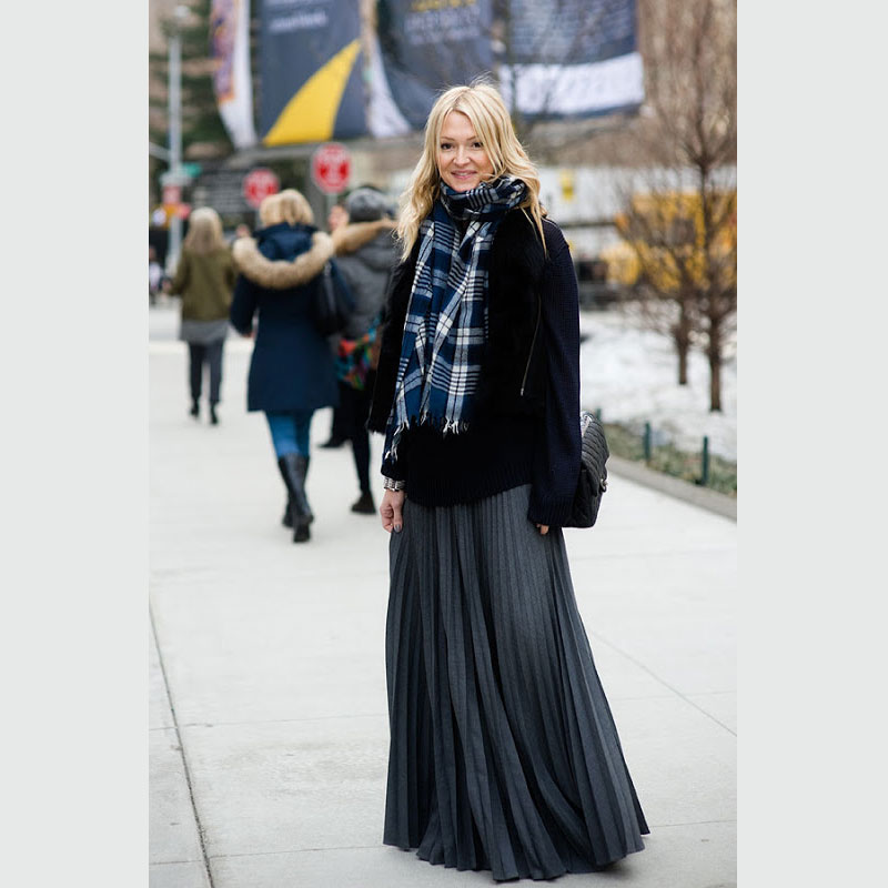 Get this Fashion Editor Look for Less: Zanna Roberts Rassi in Pleats and Plaid