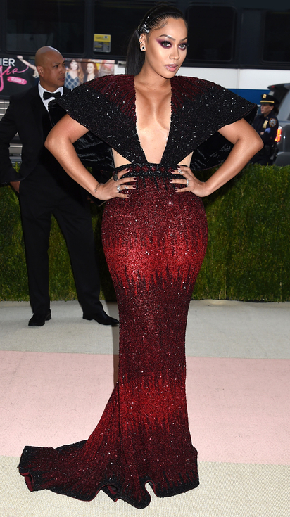 The 2016 met gala fashion manus x machina fountainof30 lala anthony in red and black beaded gown freerunsca Images