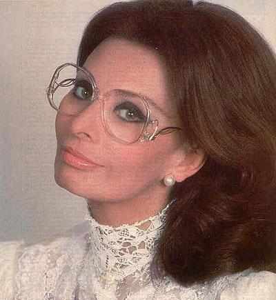 Glasses Frames That Make You Look Older : 10 Fashion Mistakes That Make You Look Older - Fountainof30