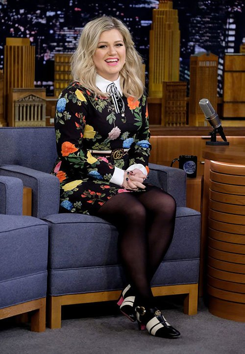 Kelly Clarkson Inspires All Women To Be Bold With Style